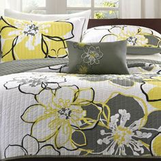 Mizone Mackenzie Yellow/Grey Patterned Polyester 4-piece Quilt Set