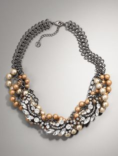 Love a good statement necklace :)