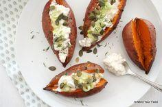 Gepofte zoete aardappel met ricotta en zongedroogde tomaatjes - Mind Your Feed