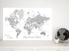 In the city: Mapamundi personalizado para marcar viajes, tonos grises #corkboard #MapaParaViajes #aventureros #MapaParaChincheta #aventura #BlancoYNegro #mapa #mapamundi #MapaPersonalizado #EscalaDeGrises #corchera #MapaDelMundo #gris #MapaMundiTipoCorcho #MapaParaPonerChinchetas