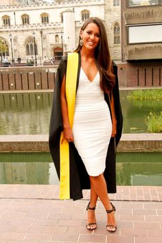 what to wear in college graduation ceremony