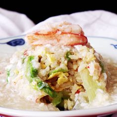 Why simply stir crab meat into fried rice when you can also pour it as a sauce? Crab Recipes, Rice Recipes, Asian Recipes, Dinner Recipes, Cooking Recipes, Healthy Recipes, I Love Food, Good Food, Yummy Food