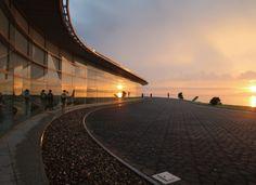 ただひたすらに美しい屋根 島根県立美術館 建築家・菊竹清訓の遺産(3) :日本経済新聞