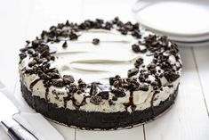 This No Bake Oreo Cheesecake is tasty, creamy and delicious velvety cheesecake filling, with the perfect Oreo Cookie Crust. Enjoy the silky smooth delightfulness of Cheesecake without turning on your oven with this easy oreo cheesecake recipe. No Bake Desserts, Delicious Desserts, Dessert Recipes, Oreo Dessert, Summer Desserts, Healthy Desserts, Yummy Food, Easy Oreo Cheesecake Recipe, Cheesecake Desserts