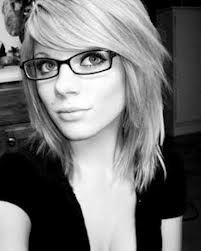short hairstyles with glasses women -