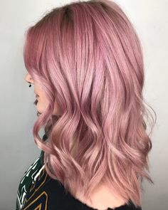 SIDE PROFILE  . Check my other post for formula!!! . . @oliviagardenint brushes @framar tools @pulpriothair colour @hottoolspro iron @bioionic blowdryer @hanzonation mamba shears  . . #rose#rosegoldhair#smokeyrose#dustyrose#pinkhair#jackandrose#nosering#smokey#texturedhair#ontariohairstylist#unicornhair#torontofashion#torontohair#blushpink#authentichairarmy#pulpriothair#pulpriotsquad#behindthechair#americansalon#modernsalon#beautylaunchpad#saloncentric#alternativebeauties#allure#mermaidhair#kale Pelo Bob, Side Profile, Hair And Nails, Hot Pink, Hair Makeup, Hair Beauty, Curly, Hair Color, Make Up