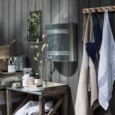 Vattenbehållare Zink 16 L Outdoor Bathrooms, Outdoor Rooms, Small Log Cabin, Outhouse Decor, Forest Cabin, Backyard Kitchen, Granny Pod, Cottage Style, Interior And Exterior