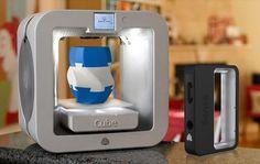 Cube 3: la impresora más asequible de 3DSystems. Pequeña impresora 3D pensada para un uso doméstico y personal, incluso para que pueda ser utilizada por niños. Se  trata de la Cube 3, un modelo compacto que puede imprimir objetos de 6x6x6 pulgadas a una resolución de capa de 70 micras, utilizando dos materiales diferentes (ABS y PLA), y en dos colores.  #Maquinasyaparatos, #Mundo3D, #Videos