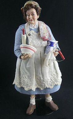 "Dollhouse doll ""The Baker"" by Marcia Backstrom OOAK Dollhouse Dolls, Miniature Dolls, Dollhouse Miniatures, Doll Toys, Barbie Dolls, Doll House People, Modern Artists, Hello Dolly, Fairy Dolls"