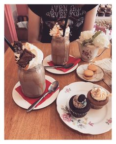 MilyPat - Tournai (province du Hainaut)  Photo : @keyz_john (@food_is_my_bestff) Chocolate Fondue, History, City, Desserts, Food, Fine Dining, Food Porn, Bon Appetit, Recipe