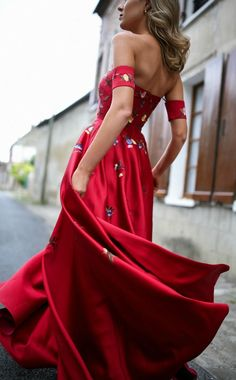 Trend Memo Day  Statement Red  Red Embroidered Floral Gown