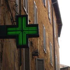 Farmacia signage - pharmacy
