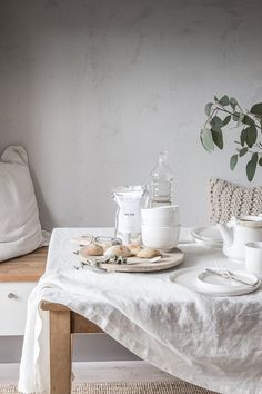 10 Thoughts on a Happy Home Life, Scandi-Style (As Told By a Londoner Living in Malmö) 10 Thoughts on a Happy Home Life, Scandi-Style (As Told By a Londoner Living in Malmö) — Hygge H Dining Room Table, Dining Area, Kitchen Dining, Kitchen Decor, Dining Table Cloth, Dining Rooms, Kitchen Tablecloths, Hygge, Minimalist Apartment