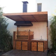 Here is a very simple outdoor kitchen with wood or charcoal burning grill and sink. Simple Outdoor Kitchen, Outdoor Kitchen Bars, Outdoor Rooms, Outdoor Living, Parrilla Exterior, Casa Pop, Casa Patio, House Deck, Grill Design