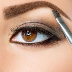 Perfekte Augenbrauen schminken. So geht's: www.wimpernwuensche.de