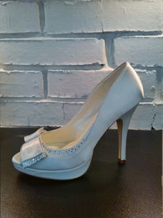 ffdfb48c6246 Свадебные туфли из атласа в салоне Роза Бланка Наш адрес  г. Саратов,  Советская