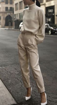 style winter fashion fall look autumn outfit ootd neutrals beige t Fashion Mode, Look Fashion, Trendy Fashion, Fashion Fall, Feminine Fashion, Autumn Winter Fashion, Trendy Style, Fashion 2020, Workwear Fashion
