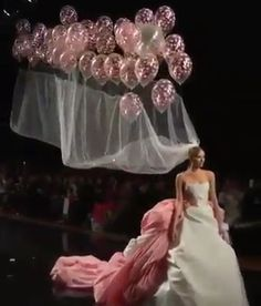 This ones for the bride who wants to keep her wedding low key, could you do it? Breathtaking Bridal Gown designed by Showcased at Paris Fashion Week. Mode Simple, Balloon Dress, Fashion Show, Fashion Design, Fashion Art, Beautiful Dresses, Wedding Gowns, Ball Gowns, Prom Dresses
