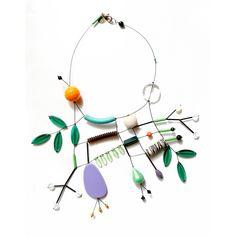 Collier astratto, pezzo unico, realizzato a mano Ceramic Jewelry, Clay Jewelry, Metal Jewelry, Jewelry Crafts, Jewelry Art, Beaded Jewelry, Jewelry Accessories, Jewelry Necklaces, Handmade Jewelry