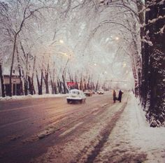 Tehran in winter. (Looks like Pahlavi Avenue.  Now Valiasr Avenue.) Why did they have to change all the street names? :( ............... (Yes, I know why.)