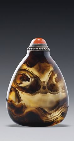 An Agate Snuff Bottle official School, Qing Dynasty, 18th - 19th