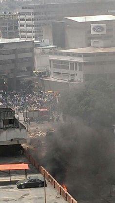 Colectivos del amor y la paz no dejan ingresar a los cuerpos bomberiles
