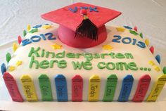 Awww I should do this for Anasyn and a grade one for kk! Too bad they don't have kindergarten graduation here they only have grade bc that's when they change schools Graduation Poems, 5th Grade Graduation, Kindergarten Graduation, Graduation Cake, Kindergarten Party, Kindergarten First Day, School Cupcakes, Teacher Cakes, Holiday Cupcakes