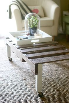 Create Rustic DIY Furniture With Pallets: Rolling Coffee Table