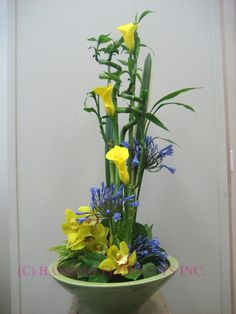 ikebana with callas and orchid