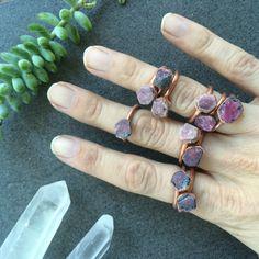 Ruwe ruby ring   Rode ruby crystal ring   Electroformed koperen crystal ring   Ruwe kristallen ring   Ruwe ruby edelsteen ring   Ruwe stenen ring