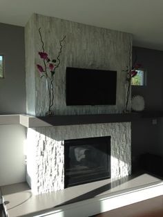 Find ideas and inspiration for Fireplace Tile Ideas to add to your own home White Stone Fireplaces, Stone Fireplace Surround, White Fireplace, Modern Fireplace, Brick Fireplace, Fireplace Design, Fireplace Mantels, Fireplace Feature Wall, Tv Above Fireplace
