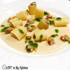 'PASTA e CECI con VONGOLE RIGATE' Ingredienti per 2 persone: 80 gr di pasta (tipo mezze maniche) 250 gr di ceci già lessati 250