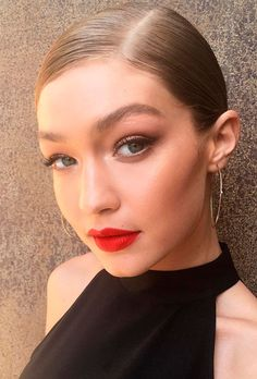 "Welcome to Gigi Hadid Daily! Your source for all things Gigi. Jelena Noura ""Gigi"" Hadid is an. Bella Hadid, Hadid Instagram, Instagram 2, Gigi Hadid Style, Celebrity Makeup, Red Lips, Lip Makeup, Makeup Inspiration, Makeup Inspo"