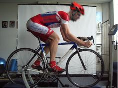 How to determine how far back a rider should have their seat on a road bike?