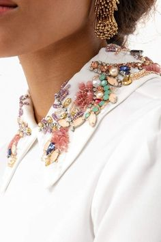 Embroidery Fashion, Beaded Embroidery, Embroidery Designs, Motifs Perler, Collar Top, Collar Blouse, Business Chic, Beaded Collar, Bohemian Bracelets