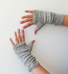 Ravelry: mirri mitts pattern by Ambah O'Brien - fingering weight