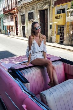 Pink vibes - Read the ultimate travel guide here: http://www.ohhcouture.com/2016/08/havana-travelguide/ #ohhcouture #leoniehanne