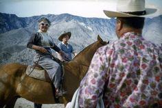 Atelier Robert Doisneau | Galeries virtuelles des photographies de Doisneau - Pays étrangers / USA ~ Promenade a cheval, Palm Springs  1960