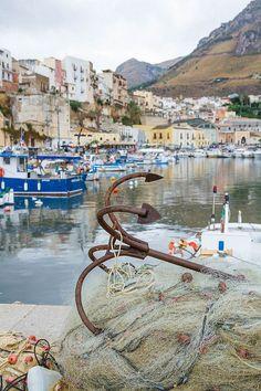 Sicilia Italia Castellamare di Golfo - Anchor   par Luke Robinson