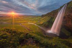 #felizsabado Seljalandsfoss ... #Islandia, #fotografia de Iurie Belegurschi  https://twitter.com/hacerfotos/status/873434563883573248