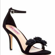 Betsey Johnson Bromme Black Heels Flowers
