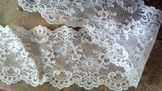 Wide Antique Lace NOS Cream Scallop Edge 4 1/2 BTY