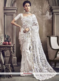Sarees Online: Shop the latest Indian Sarees at the best price online shopping. From classic to contemporary, daily wear to party wear saree, Cbazaar has saree for every occasion. Indian Dresses, Indian Outfits, Eid Dresses, Indische Sarees, Party Kleidung, Wedding Sari, Wedding Gowns, Lehenga Collection, Dress Collection