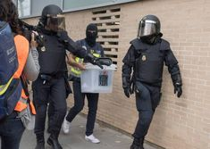 The surreal image of Spanish democracy, the police confiscates polls to prevent people voting to defend democracy.