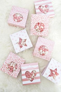 Craft ideas DIY Candy Pouch Favors Using Cricut Deluxe Paper Candy Favors, Candy Bags, Candy Gifts, Wedding Favors And Gifts, Wedding Favor Boxes, Diy Gift Box, Diy Gifts, Diy And Crafts, Paper Crafts