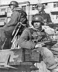 German Soldiers Ww2, German Army, Military Men, Military History, Germany Ww2, German Uniforms, Ww2 Photos, Military Pictures, Total War