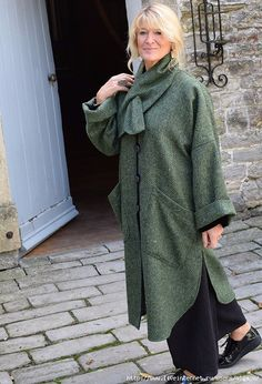Cape Coat, in green herring bone wool from Fashion Wear, Boho Fashion, Vintage Fashion, Womens Fashion, Fashion Design, Arabic Dress, Cape Coat, Winter Collection, Dress Making