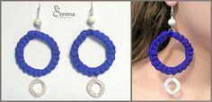 Orecchini fatti a mano, realizzati in tessuto colorato blu e bianco - Serena Creazioni, bijoux artigianali.