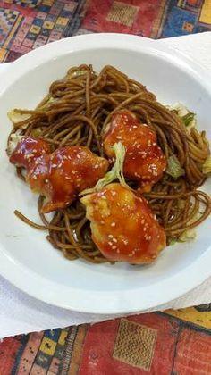 Kínai szezámmagos csirke pirított tésztával Spaghetti, Food And Drink, Meals, Cooking, Ethnic Recipes, Cook Books, Kitchen, Meal, Yemek