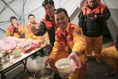 【南台灣地震】為了救人,他們樸素的年夜飯 香港01 01影像 